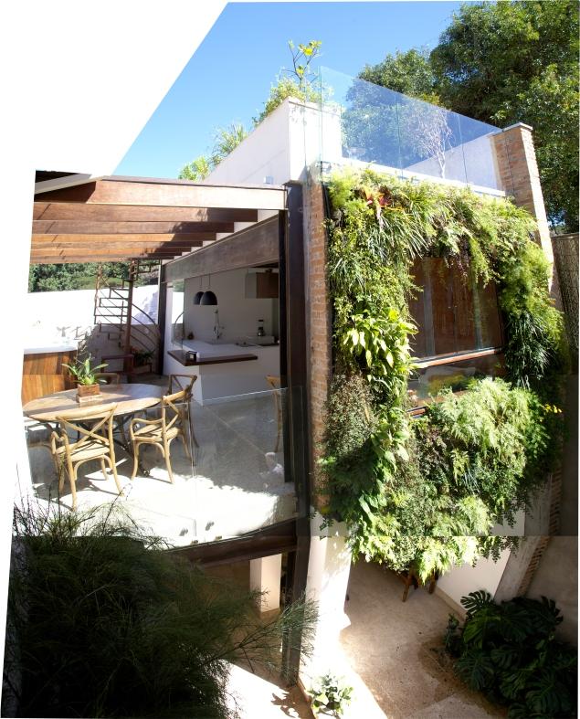 Captação de água da chuva, jardim vertical, revestimento de terra, cobertura verde, madeira de demolição
